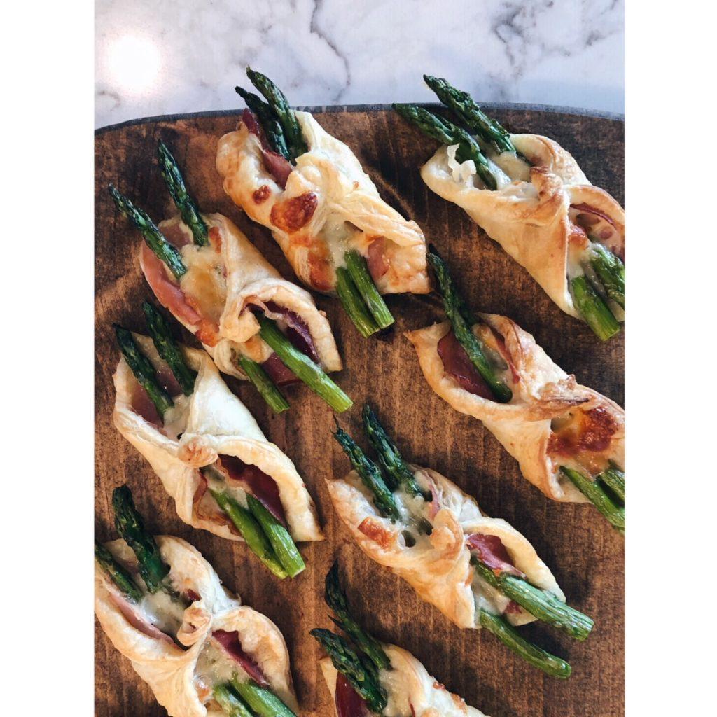 Puff pastry asparagus bundles