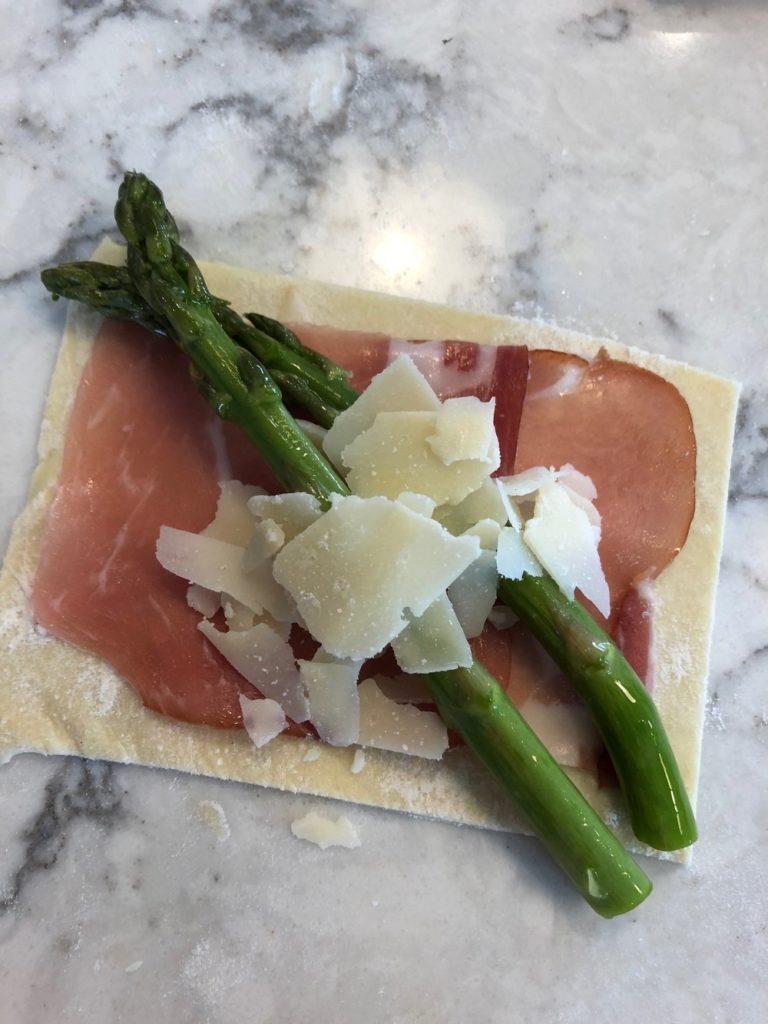 Asparagus+Parmesan+prosciutto+Puff+Pastry+Parcels