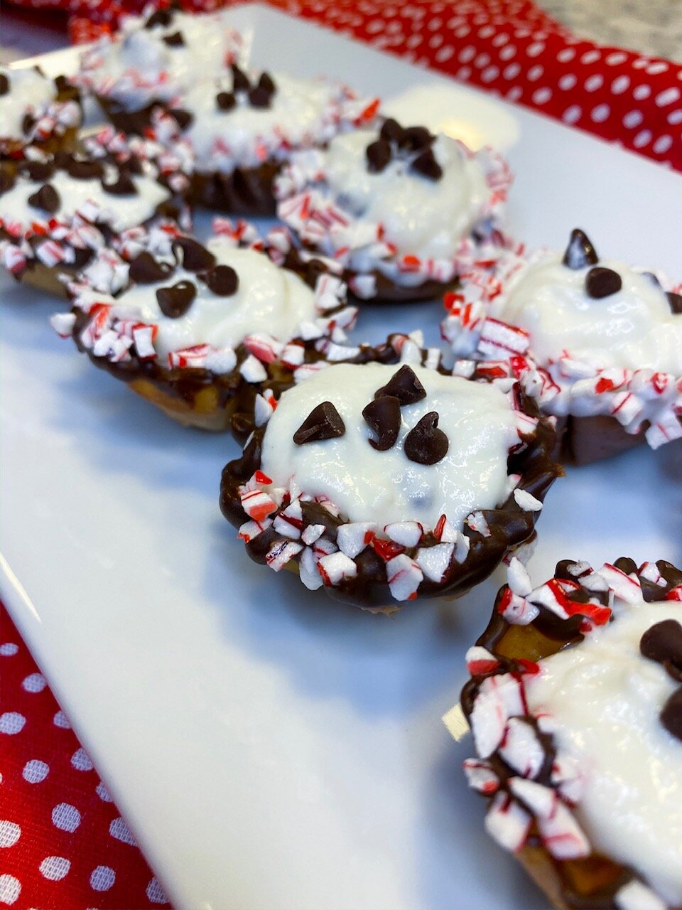 CANDY+CANE+CANNOLI+CUP