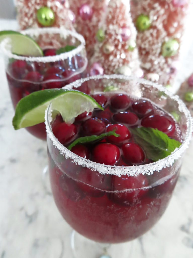 Holiday+Christmas+Drink+Spritzer+Cranberries+mint