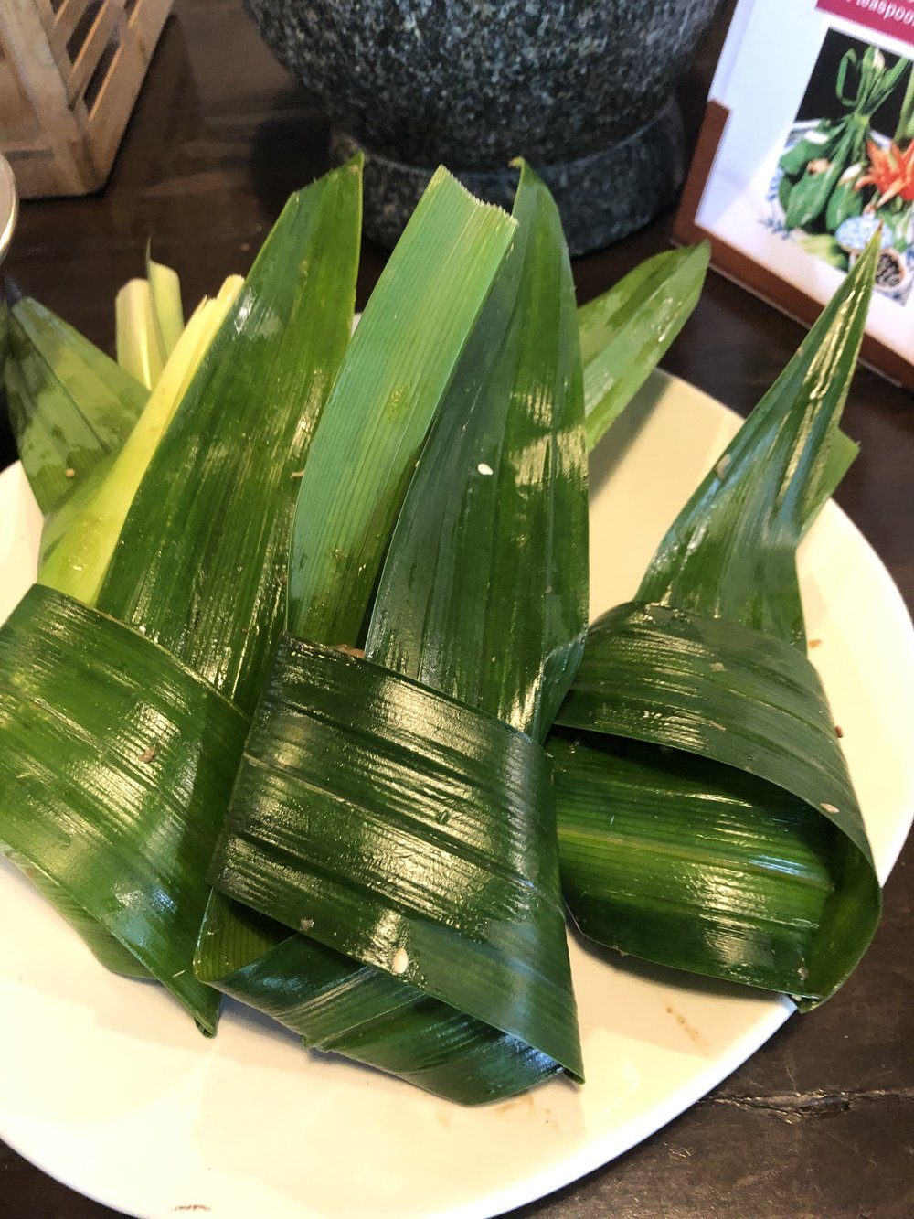 Thai Cooking How to Wrap Pandanus Leaf Chicken